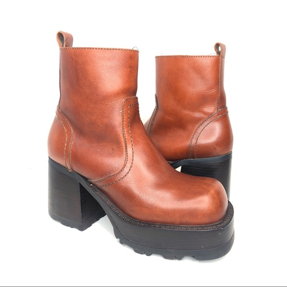 0228d5f0f9e 90s Steve Madden Leather Chunky Ankle Boots Gogo. M 5bc3f31ea5d7c6979fbe9af7